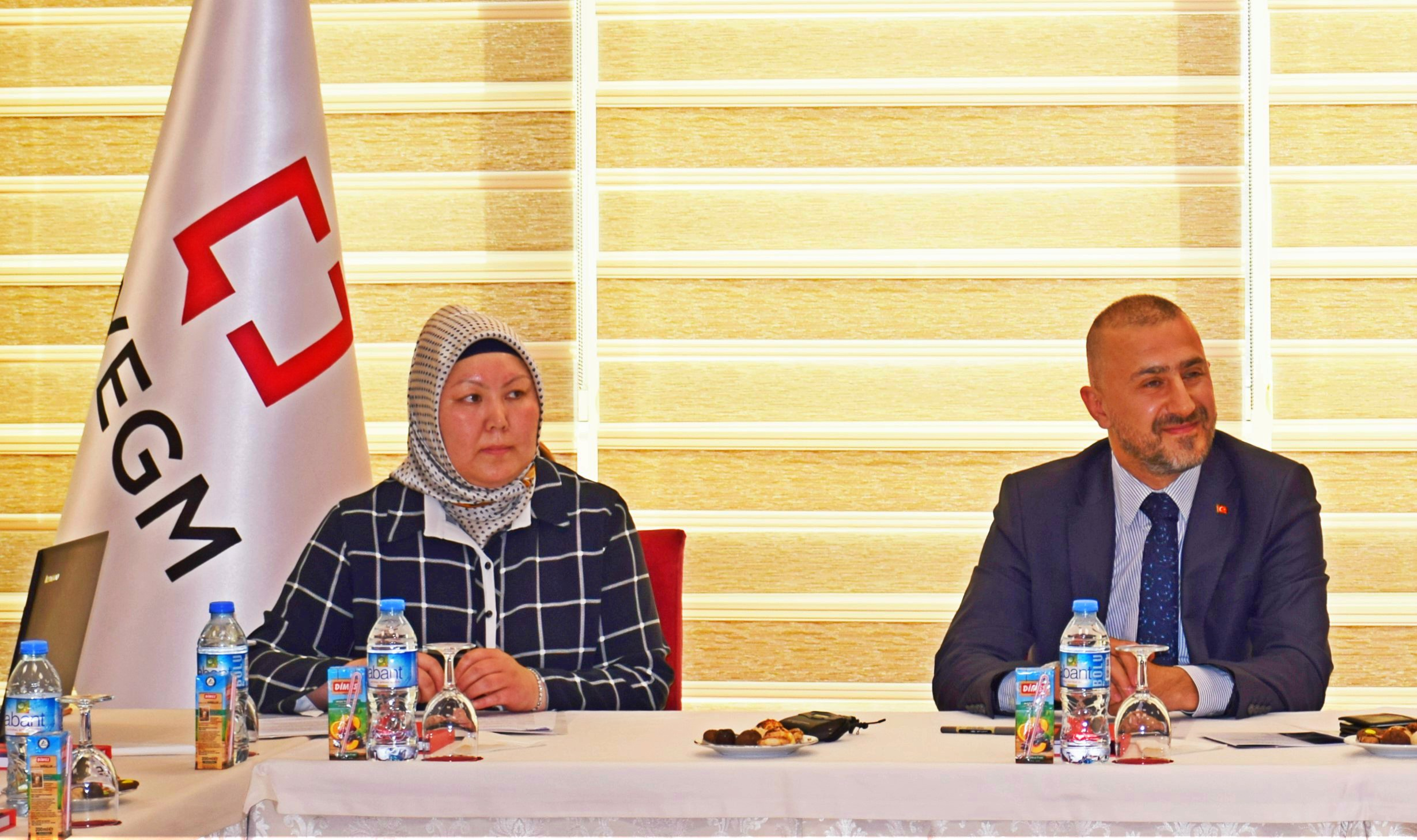 Ismail Mansur Ozdemir, deputy director general of Turkish PM's office for press and information addresses journalists in Ankara on 16 May 2016 (Photo nCa)